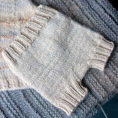 Free Knitting Pattern: Tiny Knit Baby Pants (Seamless Diaper Cover)