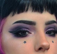 grunge makeup – Hair and beauty tips, tricks and tutorials Punk Makeup, Grunge Makeup, Gothic Makeup, Makeup Art, Hair Makeup, Goth Eye Makeup, Makeup Desk, Make Up Looks, Helloween Make Up