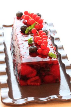 Red fruit terrine with Schweppes, Mango Pudding, Oreo Pudding, Chia Pudding, Instant Pudding, Raw Food Recipes, Cake Recipes, Dessert Recipes, Jelly Desserts, Jelly Fruit