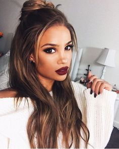 Andreas choice - Dark red lips makeup - Love her hair too!♡ Best Long Haircuts, Cool Haircuts, Haircuts For Men, Matte Lipstick, Christmas Makeup Look, Long Hair Cuts, New Hair, Hairstyles, Makeup Looks