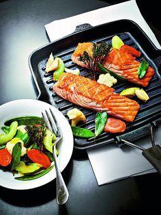 SANS GLUTEN SANS LACTOSE: Saumon cuit au gros sel, légumes à l'huile d'olive, sans gluten et sans lactose
