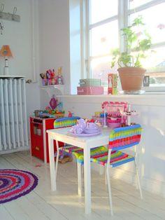 ELLE BELLE - Skønt tøj og fine sko til børn: Farverig indretning af børneværelset...