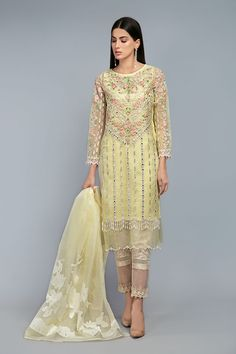 Latest Maria B Pret Stitched Summer Dresses Designs Collection consists of casual day wear & evening wear ready to wear suits in lawn, chiffon, Party Wear Dresses, Casual Dresses, Summer Dresses, Dress Indian Style, Indian Dresses, Indian Party Wear, Latest Fashion Dresses, Western Dresses, Pakistani Outfits