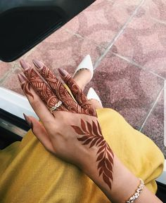 51 Fascinating Karwa Chauth Mehndi Designs For Newlywed Brides - Henna Henna Hand Designs, Dulhan Mehndi Designs, Tribal Henna Designs, Modern Henna Designs, Mehndi Designs Finger, Mehndi Designs For Girls, Arabic Henna Designs, Mehndi Designs 2018, Stylish Mehndi Designs