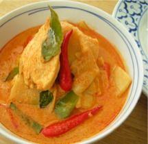 Rode curry met kip en bamboe scheuten Kipfilet in een rode curry met bamboe scheuten. Verse bamboe scheuten zijn in Nederland bijna niet te koop. In de toko vind je voorgekookte bamboescheuten in blik of in de diepvries.     Ingrediënten 300 gram kip filet in dunne repen 1 eetlepel plantaardige olie 150 …