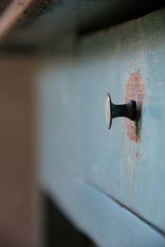 Blauwe Tafel met Lade - Inndoors Meubelen en Interieur