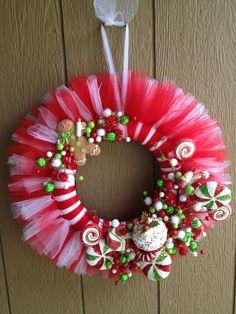 Tulle Wreath Ideas | Christmas candy tulle wreath | Craft Ideas