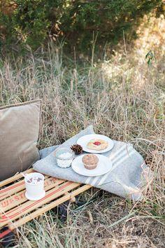 Pique-nique pour deux: simple et cosy #CosyPicnic http://www.stylemepretty.com/living/2013/12/27/a-winter-picnic/