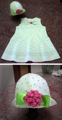 Trapézio  com recortes na frente e nas costas.  A Line dress variation.