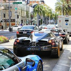 918 spyder's and pagani huayra stuck in traffic ___________________________ Photo from:@supercarsdaily700 ___________________________ #lamborghini#ferrari#porsche#918#458#488#laferrari#mclaren#p1#bmw#alfaromao#4c#audi#ford#chevy#dodge#lexus#bently#mercedes#c63#hypercars#supercars#musclecars#acura#infiniti#mustang#cars