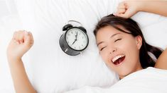 Going to sleep earlier, regardless of the time spent asleep, has health benefits that are an important part of how to treat adrenal fatigue. Nutrition Tips, Health And Nutrition, Health Tips, How To Get Sleep, How To Wake Up Early, Se Lever, Natural Sleep Remedies, Getting Up Early, Adrenal Fatigue