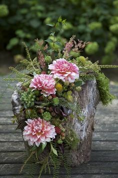 58 Inspiring And Natural Woodland Wedding Centerpieces - - Grabgestecke allerheiligen - Deco Floral, Arte Floral, Floral Design, Rustic Wedding Centerpieces, Wedding Decorations, Wedding Ideas, Trendy Wedding, Elegant Wedding, Log Centerpieces