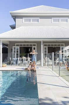 Bespoke design gives this Hamptons-inspired home an Australian twist sandstone coloured tiles around pool Hamptons Style Homes, The Hamptons, Style At Home, Pool Colors, Swimming Pools Backyard, Exterior House Colors, Facade House, House And Home Magazine, Pool Houses