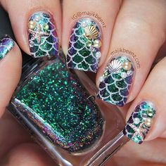 Mermaid nails with gold seashells and pearls
