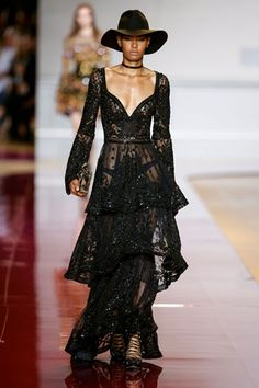 haute couture fashion – Gardening Tips Haute Couture Style, Couture Mode, Couture Fashion, Runway Fashion, Couture Dresses, Fashion Dresses, Lace Dress, Dress Up, Glamour