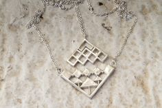 A twist on the 'friends forever' necklace set