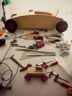 Crude but interesting Soap Box Derby Cars, Soap Box Cars, Soap Boxes, Projects For Kids, Wood Projects, Woodworking Projects, Wood Crafts, Diy And Crafts, Pedal Cars