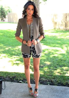 Stacy London - such a cute outfit! I like the color palette and the mix of prints. Plus, her shoes are adorable!