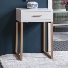 Cut off the legs and put coffe maker on it and have a place for all of the coffee and tea Home Bedroom Design, Living Room Designs, Bedroom Decor, Side Tables Bedroom, End Tables, Tiny Apartment Decorating, Home Decor Items, Coffe Maker, Drawer Table