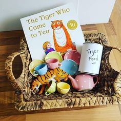Tiger who came to tea story basket 🐅 Literacy Bags, Preschool Literacy, Preschool Books, Early Literacy, Literacy Activities, In Kindergarten, Preschool Activities, Book Area, Story Sack