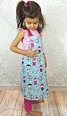 Sewing for kids will never be easier with this free apron sewing pattern. This is a beginner sewing project that can be done in minutes.