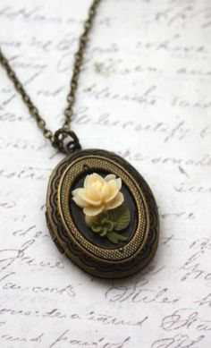 Lovely locket~ a locket is something i have dreamed of owning since i was a little girl