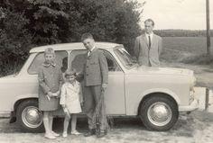 Helmut, die Kinder und das Auto. Ein Sachsenring Trabant 601 (ab 1964).  Flohmarktfund