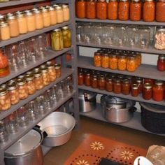 Need a place for organizing canning supplies? Build you own DIY canning storage shelves to hold both canning jars, food and cannng supplies. Canning Jar Storage, Home Canning, Canning Jars, Canning Recipes, Canning Kitchen Ideas, Canning 101, Mason Jars, Food Storage Shelves, Canned Food Storage