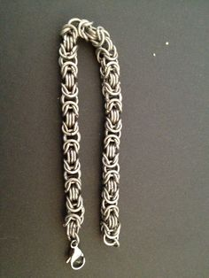 Titanium koningsschakel chainmail armband! FB: Tessa's chainmail workshops
