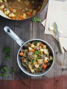Beef and Vegetable Stew (Brun Lapskaus) Healthy Hearty Soup, Vegetable Stew, Chana Masala, Soups And Stews, Curry, Beef, Vegetables, Ethnic Recipes, Food
