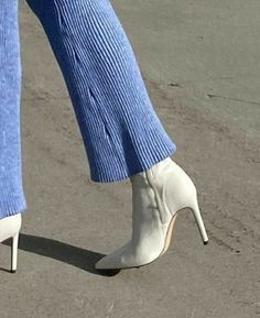 Dr Shoes, Me Too Shoes, Aesthetic Shoes, Aesthetic Clothes, White Aesthetic, Aesthetic Outfit, Pretty Shoes, Cute Shoes, Fashion Shoes