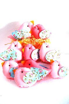 Passarinhos de Pano! Ideal para enfeitar sua mesa de decoração provençal!  Mais modelos em:  http://www.elo7.com.br/minigente