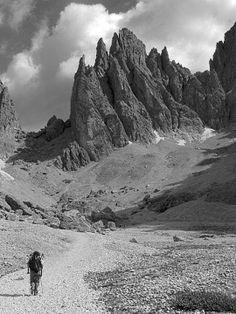 """Pino Cerny, """"Verso il rifugio Tony Demetz passando dal Vicenza"""", Massiccio del Sella, #TrentinoAltoAdige #Dolomiti  #escursionismo"""