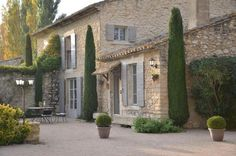 House in the Luberon French Cottage, French Country House, French Farmhouse, Provence Garden, Provence France, Style At Home, French Exterior, Design Exterior, Mediterranean Homes