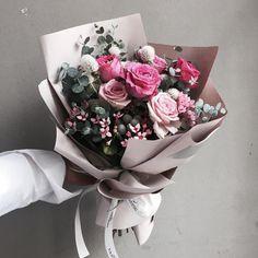 "1,879 Likes, 8 Comments - 플로리스트 이주연 florist Lee Ju Yeon (@vanessflower) on Instagram: ""Lesson Order Katalk ID vaness52 E-mail vanessflower@naver.com . #vanessflower #vaness #flower…"""