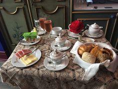 Breakfast at Azueljos Suite