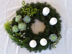 Christmas Is Coming, Merry Christmas, Holiday Crafts, Holiday Decor, Advent Wreath, Twinkle Twinkle Little Star, Diy And Crafts, Christmas Wreaths, Easter