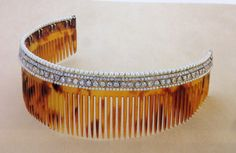 Cartier Tortoiseshell comb with diamonds and pearls in a platinum setting, 1923. Combs in this style were worn nestled in a curled bob on the back of the head.