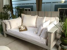 Outdoor Daybed Made From Pallets & Reclaimed Wood Sofas