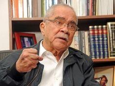 El periodista Radhamés Gómez Pepín, director del periódico El Nacional, falleció este lunes a causa de problemas de salud, informaron fuentes oficiales. En el 2014, el comunicador fue sometido a una cirugía en la columna. El periodista dirigía el periódico El Nacional desde hace 26 años.