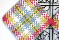 GK's Kitchen - One Pair Jumbo Pastel Plaid Potholders. Pin Weaving, Loom Weaving, Basket Weaving, Fabric Weaving, Potholder Loom, Potholder Patterns, Crochet Potholders, Weaving Projects, Craft Projects