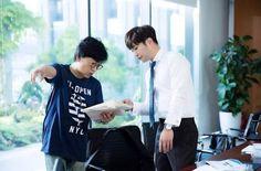 ภาพที่ถูกฝังไว้ Jin Goo, Adidas Jacket, Athletic, Actors, Coat, Jackets, Fashion, Down Jackets, Moda