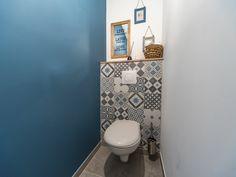 Le petit coin de Daphné à Cerans Foulletourte Small Toilet Design, Wc Decoration, Toilet Room, Downstairs Toilet, Paint Colors For Living Room, Small Room Bedroom, Bathroom Interior Design, Small Bathroom, Kitchen Decor