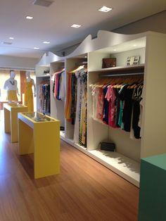 Resultado de imagem para moveis para lojas de roupas