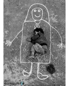 duniya ki aasaishon me woh skon nh . jo MAA ki god me paaya hai❤️ Kids Around The World, We Are The World, Poor Children, Precious Children, Emotional Photography, Children Photography, Street Art Photography, Nature Photography, Happy Photography