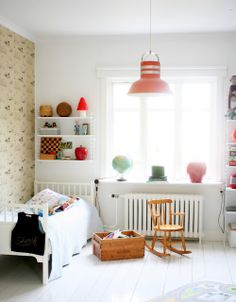 Kids bedroom with rocking chair, white shelves and adorable wall. Modern Nursery Decor, Modern Bedroom, Modern Nurseries, Nurseries Baby, Nursery Ideas, Room Ideas, Chambre Nolan, White Wood Floors, Painted Floors