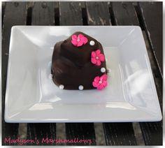 Madyson's Marshmallows itsy bitsy wedding cake