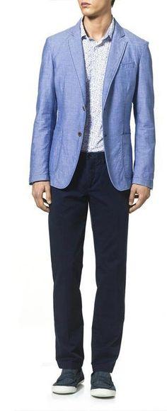 Incluso los trajes azules se llevan igual de formales.