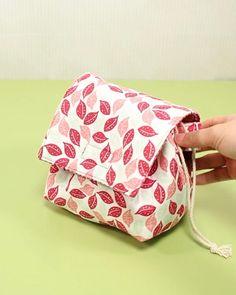 Diy Wallet Pouch, Pouch Bag, Diy Bags Purses, Diy Purse, Diy Bags Patterns, Sewing Patterns, Diy Travel Pouches, Diy Bag Designs, Diy Backpack