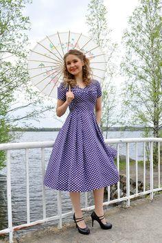 Polka dot dress 50s style, purple cotton with white polka dots dots, size US 8. €125.00, via Etsy.